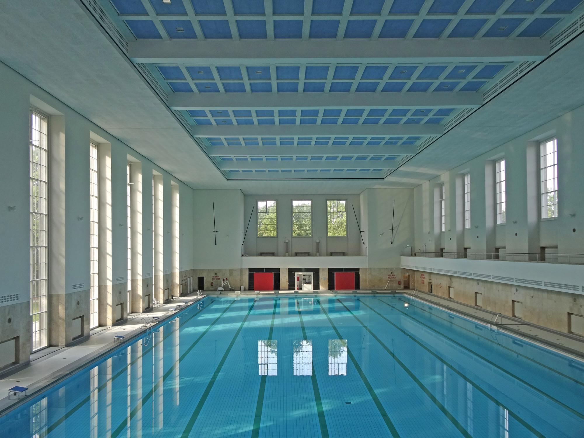 Schwimmb der fliesen und platten einsatzbereiche for Finckensteinallee schwimmbad