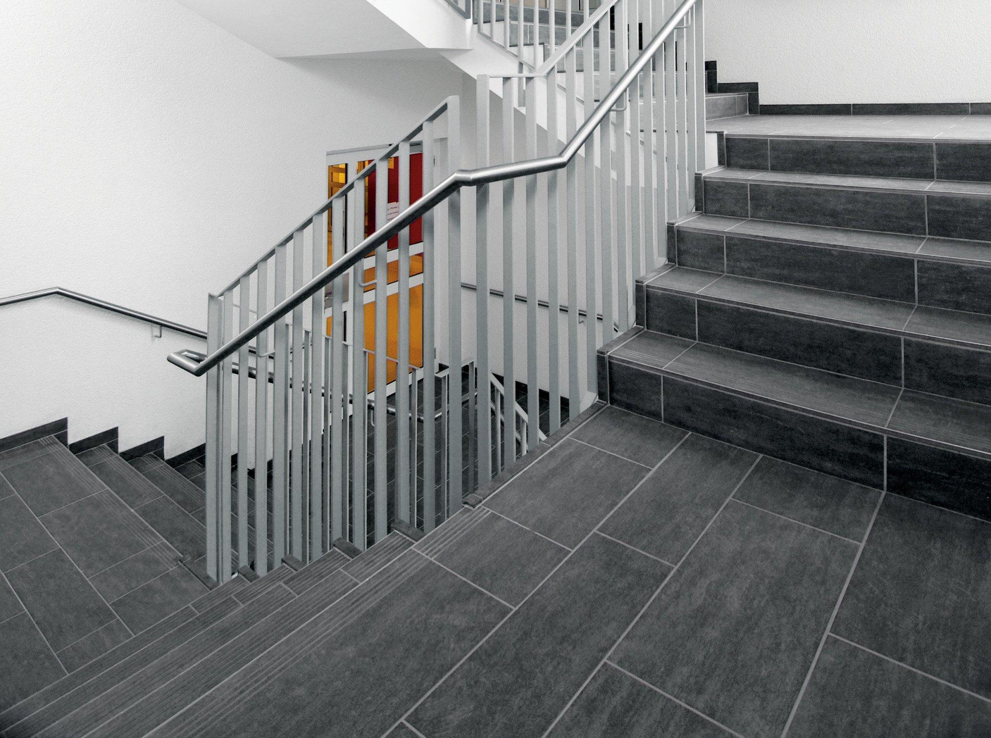 treppen fliesen und platten einsatzbereiche baunetz wissen. Black Bedroom Furniture Sets. Home Design Ideas