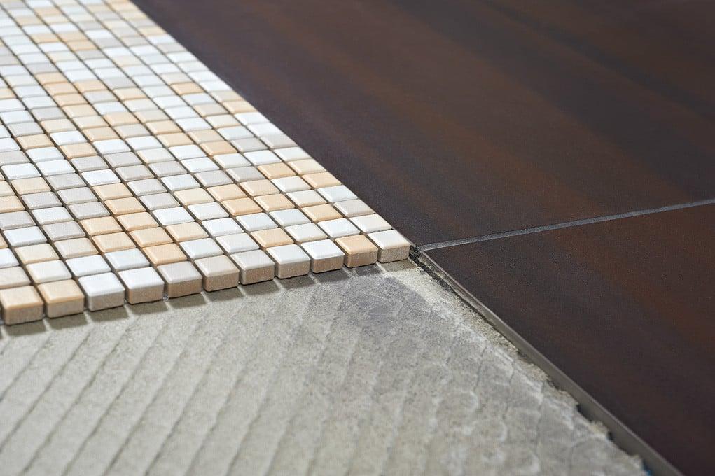 Verlegung Von Mosaik Und Fliesennetzen Fliesen Und Platten
