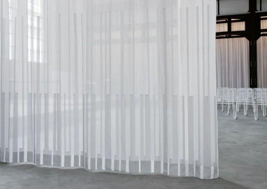 schallabsorption durch vorh nge akustik schallabsorption baunetz wissen. Black Bedroom Furniture Sets. Home Design Ideas