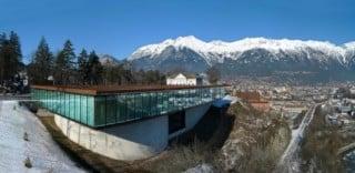 Die Fassade des Museumsneubaus ist als geklebte Structural Glazing Verglasung ausgeführt