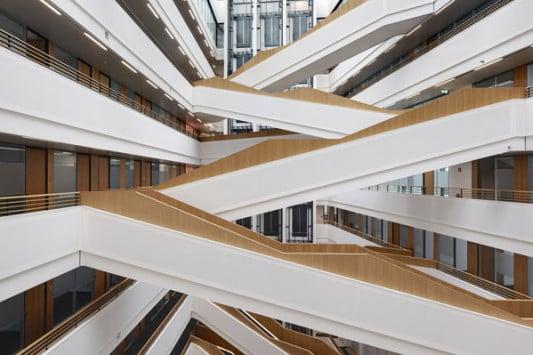 Spiegelzentrale in hamburg fassade b ro verwaltung baunetz wissen - Treppen architektur ...