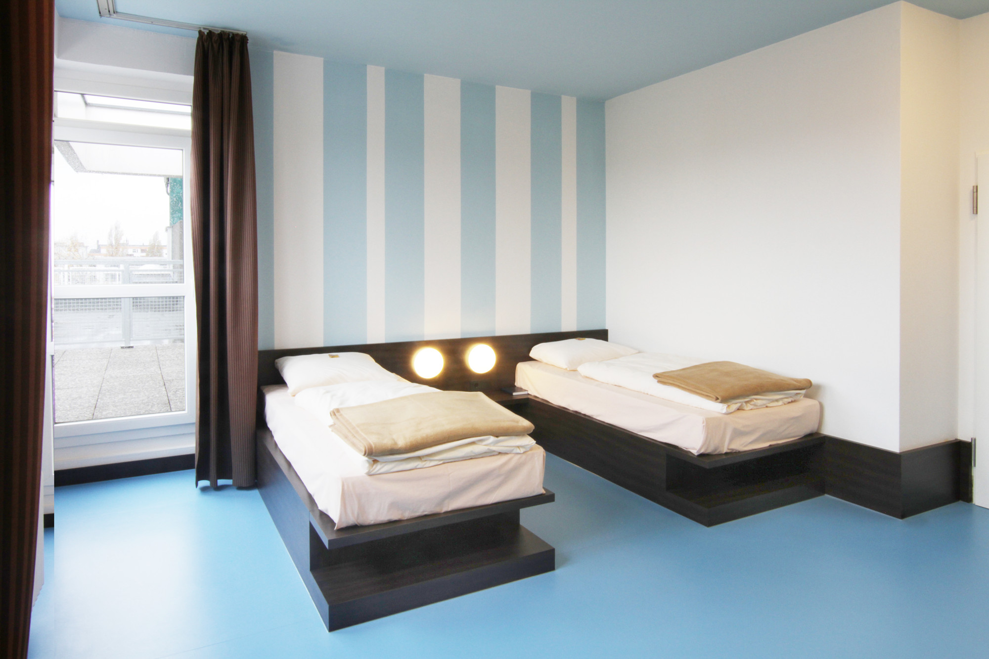 Hotel Grenzfall In Berlin   Sicherheitstechnik   Hotel/gastronomie, Modern  Dekoo