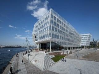 Die Firmenzentrale befindet sich am Strandkai neben dem Kreuzfahrtterminal