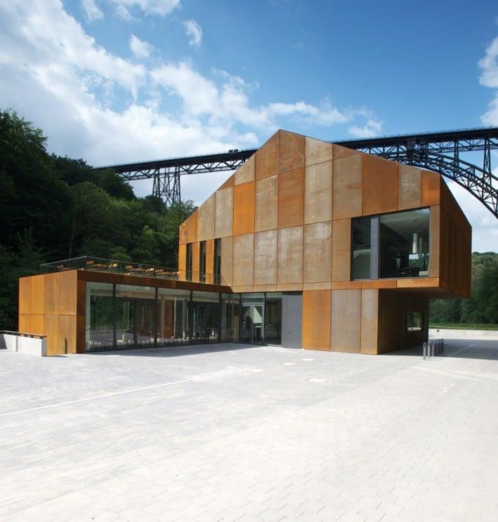 Haus Müngsten im Brückenpark bei Solingen | Geneigtes Dach | Sport ...