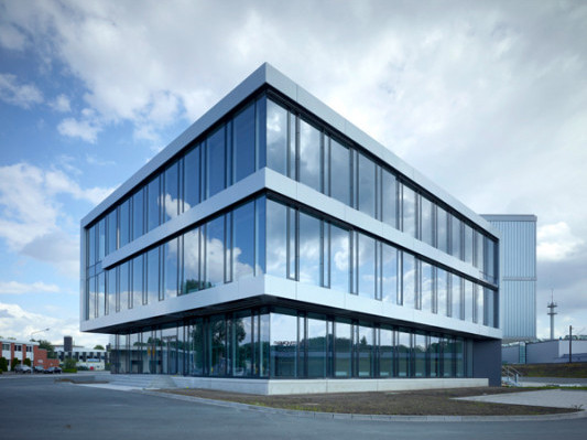 logistikzentrum in detmold fassade gewerbe industrie. Black Bedroom Furniture Sets. Home Design Ideas