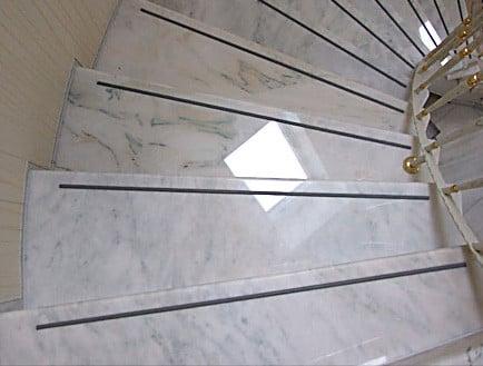 sch den an treppenstufen und kanten fliesen und platten sch den baunetz wissen. Black Bedroom Furniture Sets. Home Design Ideas