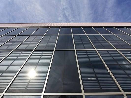 pfosten riegel system f r pv fassaden solar news produkte baunetz wissen. Black Bedroom Furniture Sets. Home Design Ideas