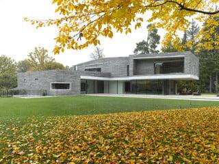 Westansicht des Wohnhauses (von Titus Bernhard Architekten)