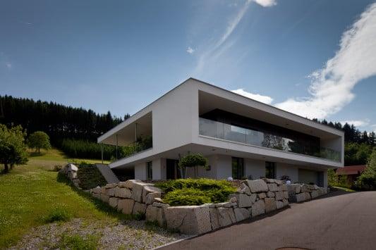 wohnhaus in pregarten a flachdach wohnen baunetz wissen. Black Bedroom Furniture Sets. Home Design Ideas