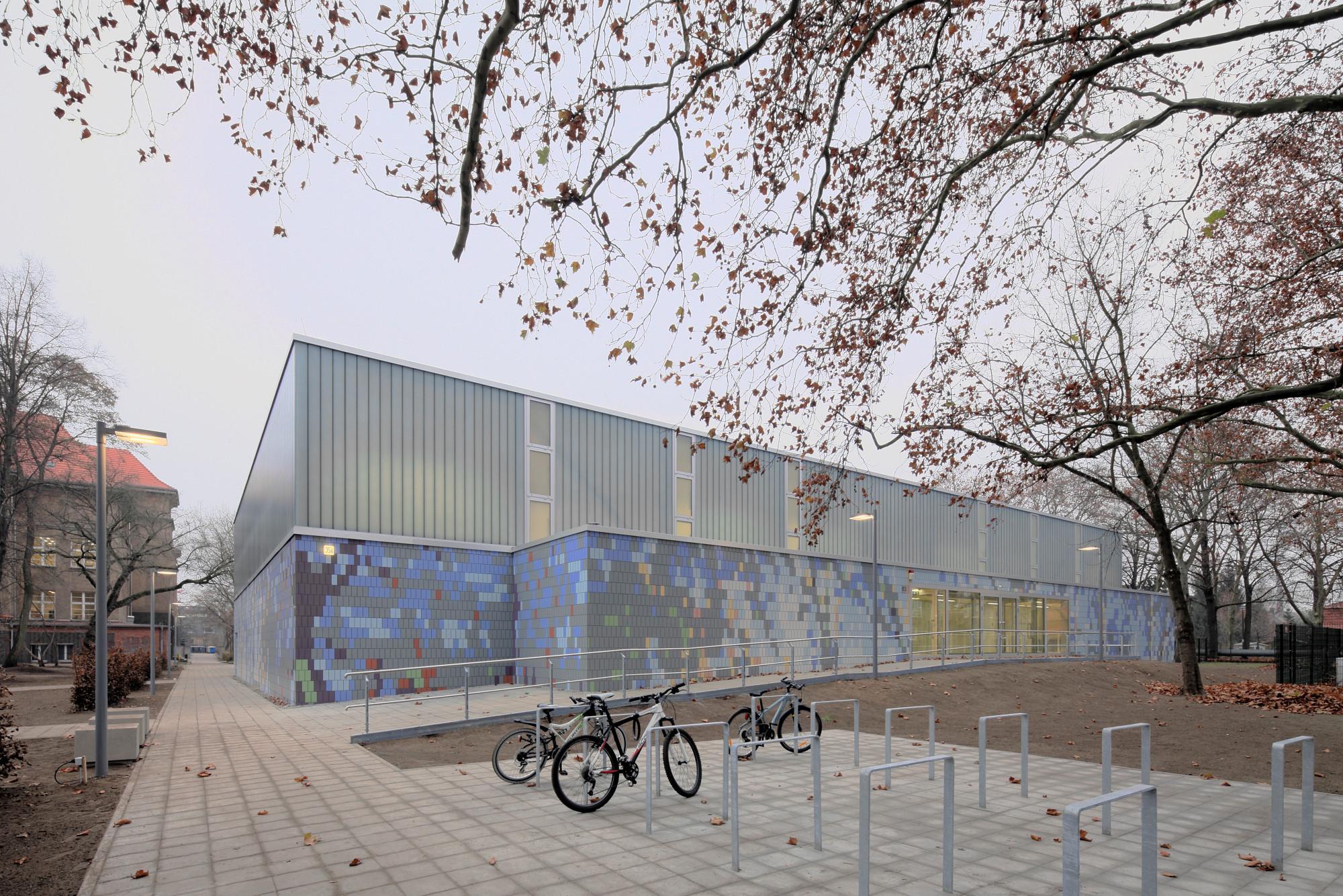 Dreifeldsporthalle In Berlin Friedrichshagen Fliesen Und Platten