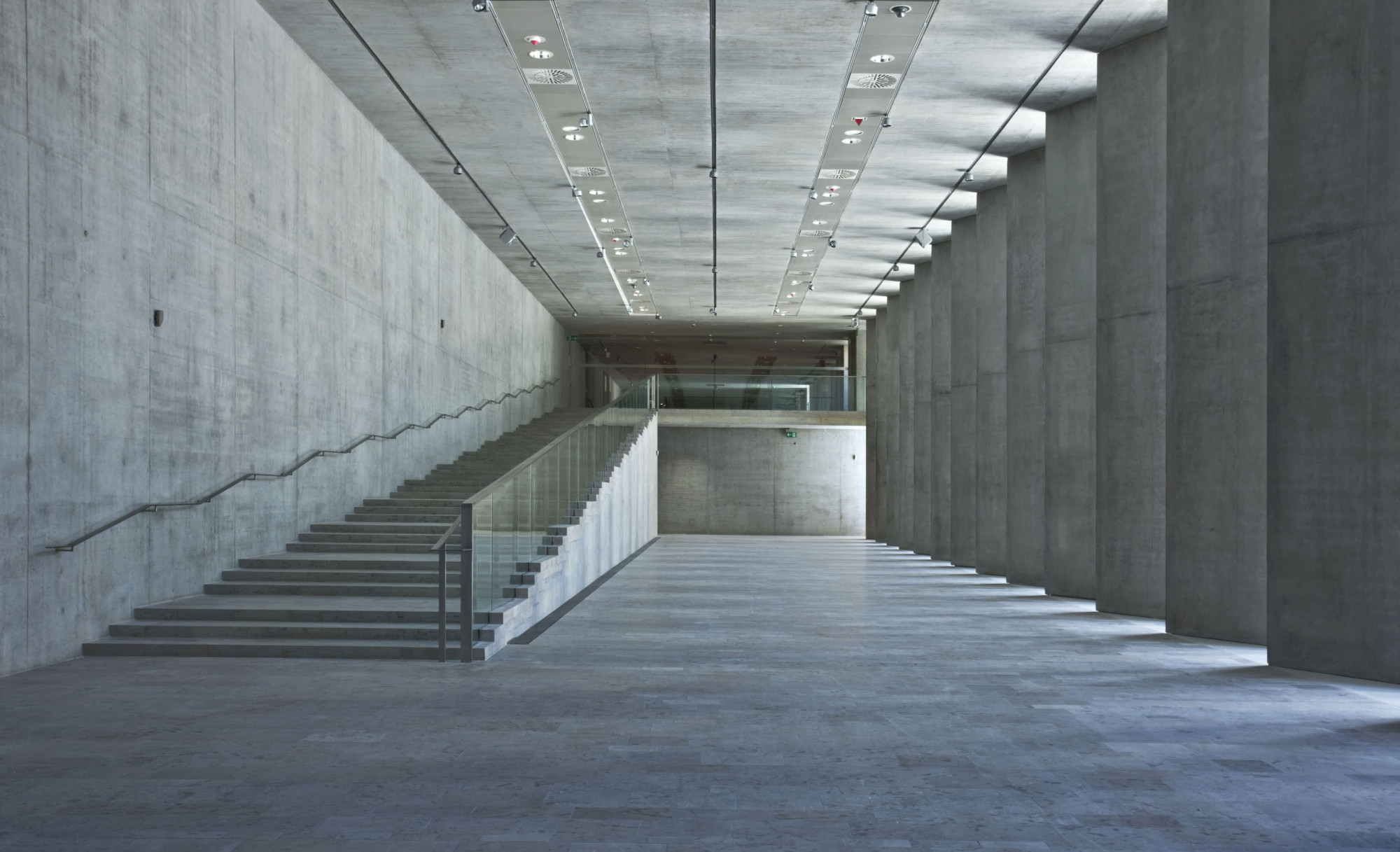 Gyptisches museum und filmhochschule in m nchen beton - Innen und auayen architektur ...