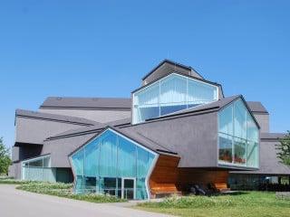 umbau einer industriehalle zum skatepark in calais geneigtes dach sport freizeit baunetz. Black Bedroom Furniture Sets. Home Design Ideas