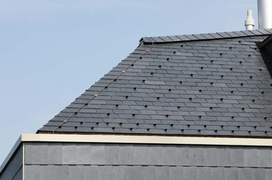 schiefer geneigtes dach dachdeckungen baunetz wissen. Black Bedroom Furniture Sets. Home Design Ideas