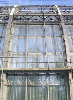 Die Mittlerweile Ausgetauschten Acrylglastafeln Am Großen Tropenhaus In  Berlin Dahlem