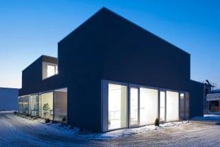 Auf den Außenwänden aus Stahlbeton wurde ein Wärmedämmverbundsystem befestigt