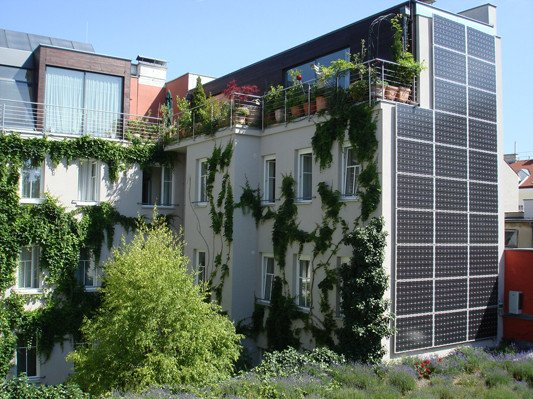 photovoltaik an fassaden solar pv am geb ude baunetz wissen. Black Bedroom Furniture Sets. Home Design Ideas