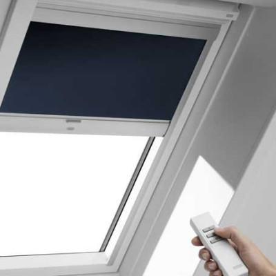 sonnenschutz rollos f r wohndachfenster sonnenschutz textilien baunetz wissen. Black Bedroom Furniture Sets. Home Design Ideas