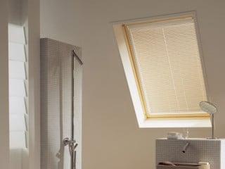 dachfensterrollladen sonnenschutz rolll den baunetz wissen. Black Bedroom Furniture Sets. Home Design Ideas