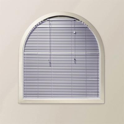 Sonderformen von jalousien sonnenschutz jalousien baunetz wissen - Fenster mit rundbogen ...