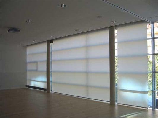 Elektro rollos sonnenschutz textilien baunetz wissen for Fenster sichtschutz rollo