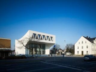 Der markante Baukörper setzt einen städtebaulichen Akzent in der westfälischen Stadt Hamm