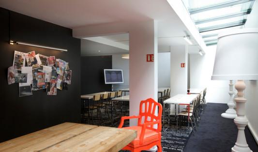 Hotel mama shelter in paris elektro hotel freizeit for Atelier roland castro