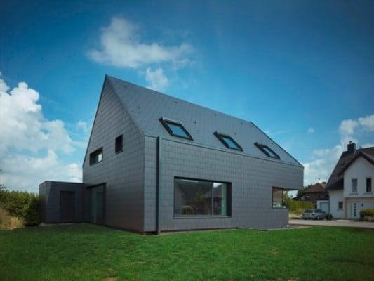 Fassadengestaltung einfamilienhaus schwarzes dach  Einfamilienhaus in Baesweiler | Geneigtes Dach | Wohnen ...