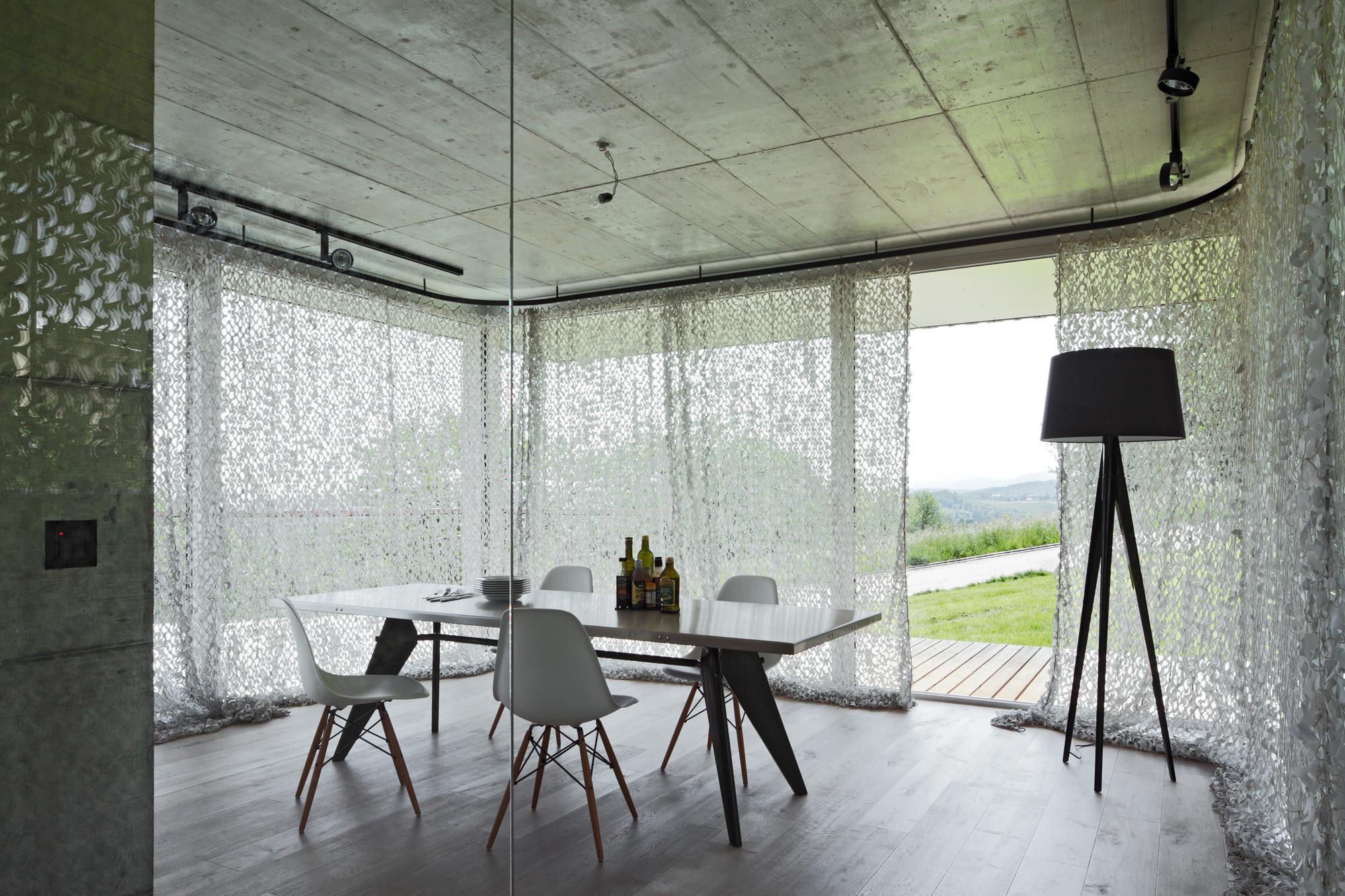 wohnhaus in nuglar st pantaleon sonnenschutz wohnen. Black Bedroom Furniture Sets. Home Design Ideas