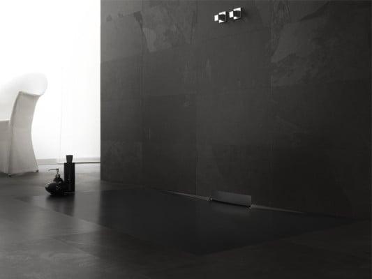 bodengleiche duschfl che mit integriertem wandablauf bad. Black Bedroom Furniture Sets. Home Design Ideas