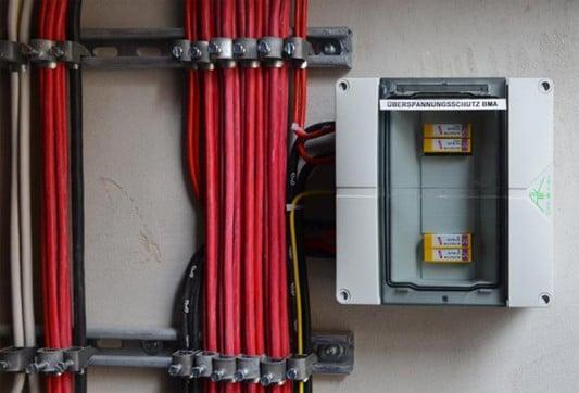 Sehr Anforderungen an die Leitungen von Melder und BMA | Brandschutz IO47