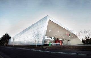 Eine silbrig schimmernde Fassade aus feuerverzinkten Stahlblechen umhüllt den Supermarkt in der Steiermark