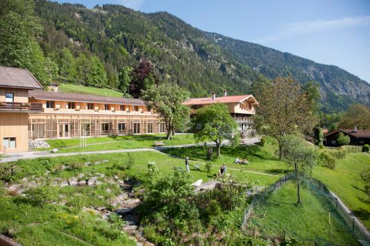 hotel tannerhof in bayrischzell geneigtes dach sport freizeit baunetz wissen. Black Bedroom Furniture Sets. Home Design Ideas