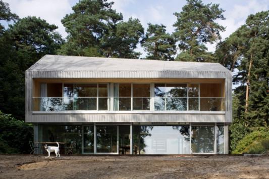Das Wochenendhaus Befindet Sich Auf Einem Bewaldeten Grundstück Am Westufer  Des Scharmützelsees