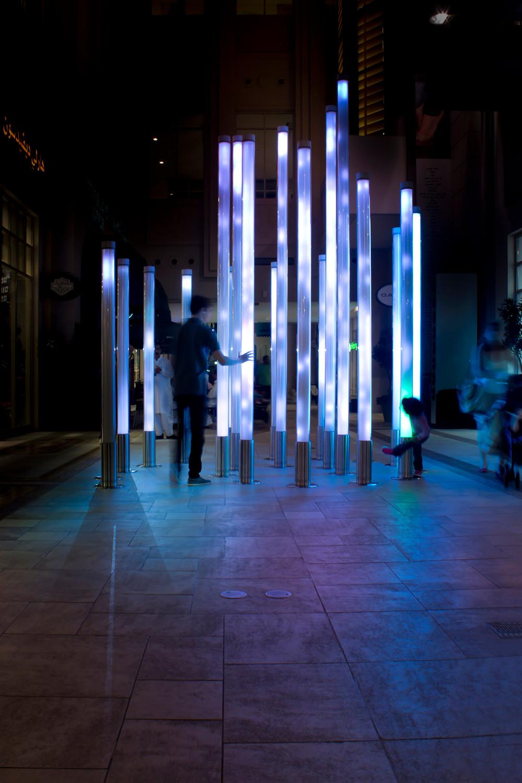 Licht- und Klanginstallation Aviary in der Dubai Mall | Glas ...