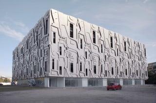 Abstrakte Hülle: Das Fassadenbild basiert auf einer Collage von Fotos einer Barockfassade in Wien