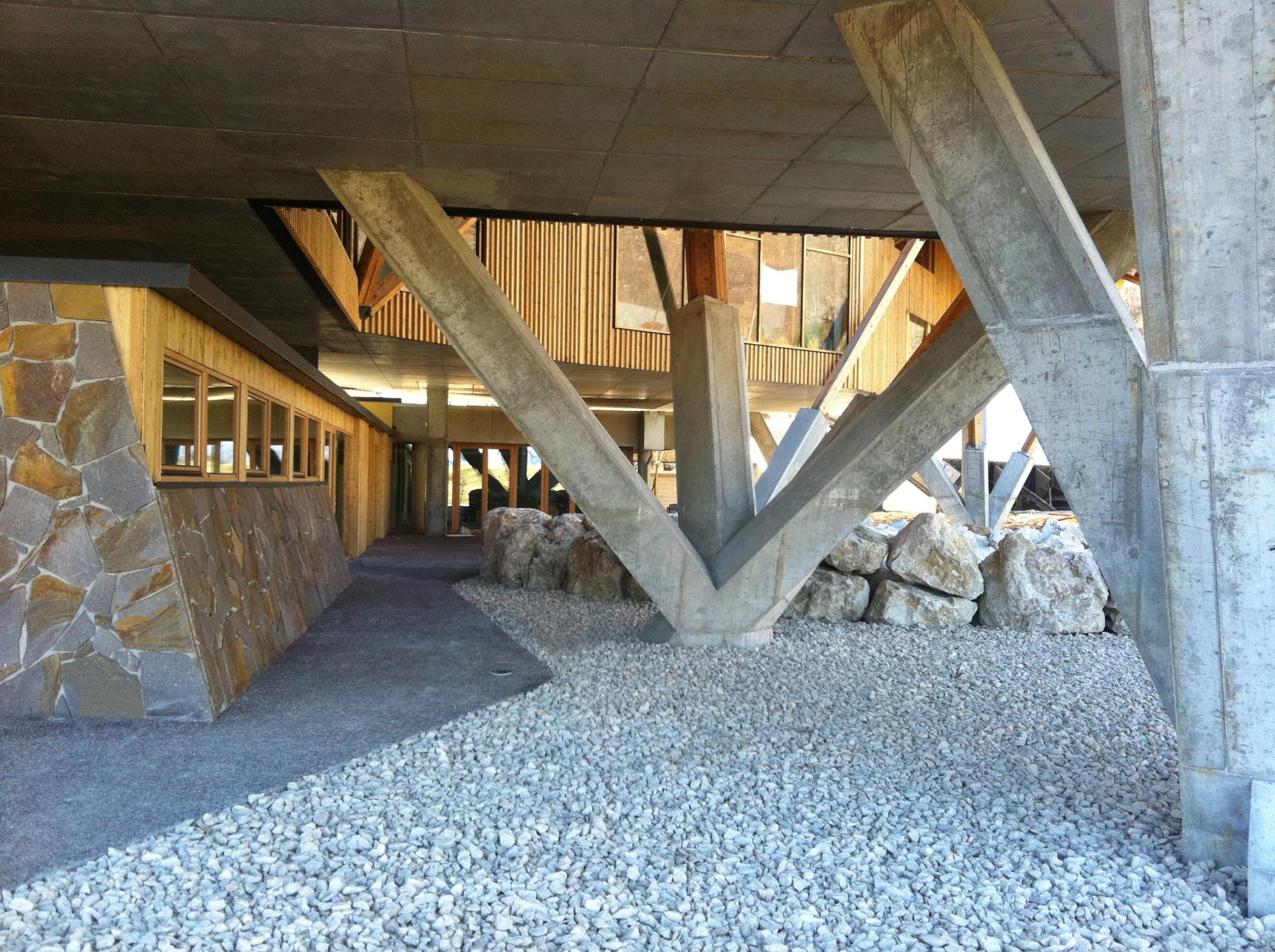 Hotel 1301 inn in piancavallo schiefer hotel gastronomie baunetz wissen - Billardtisch aus beton oeffentlichen bereich ...