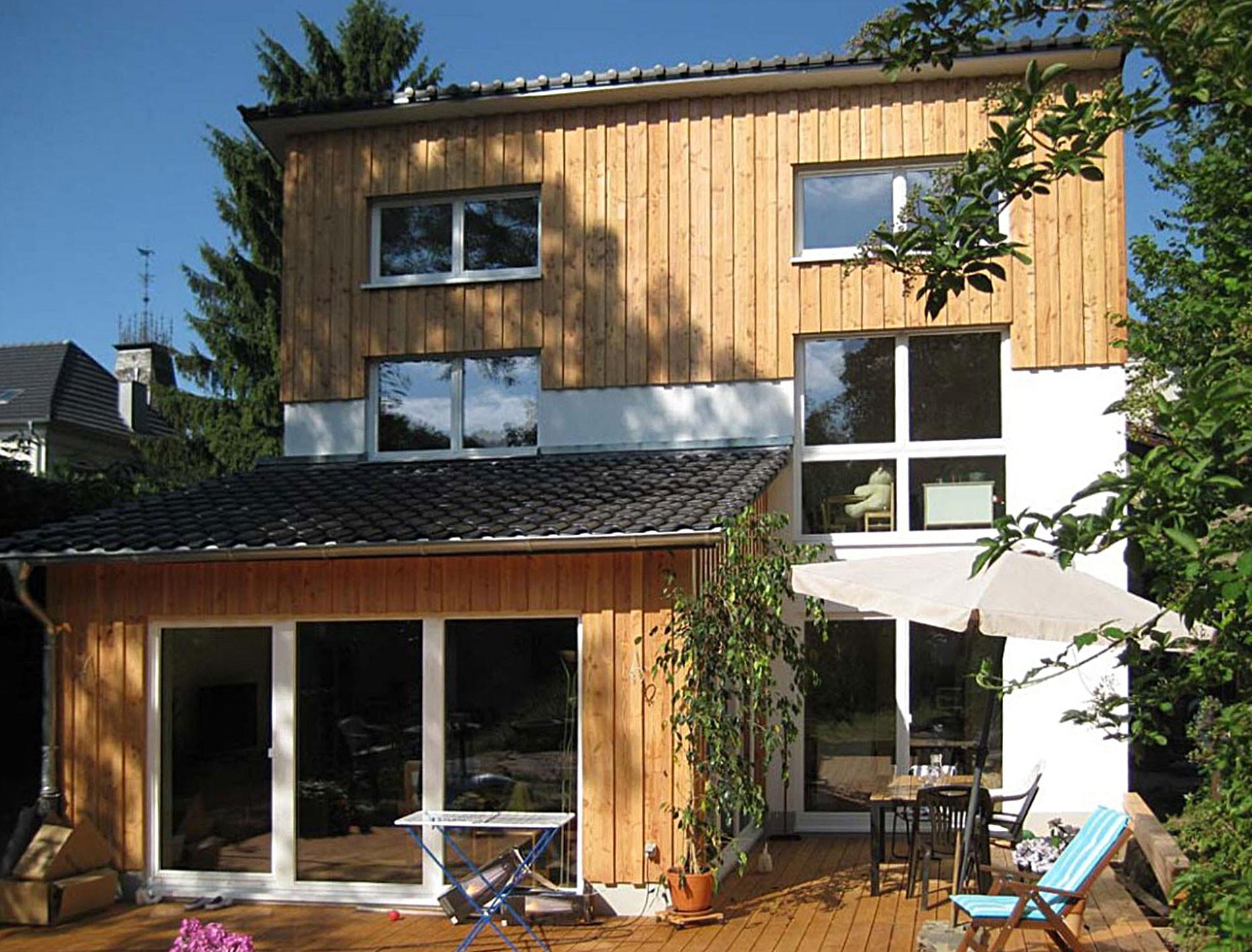 Passivhaus in bonn oberkassel geneigtes dach wohnen - Planquadrat architekten ...