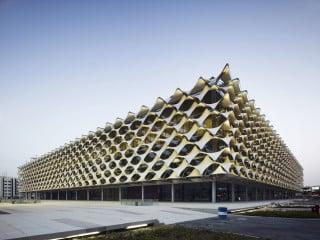 Der Neubau der Nationalbibliothek gilt als einer der wichtigsten Kulturbauten Saudi-Arabiens – seine plastische Fassade hat einen hohen Wiedererkennungswert