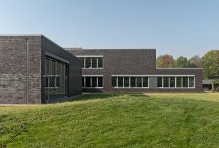 Sowohl die Gebäudehülle als auch die die haustechnischen Komponenten der Technischen Schulen in Steinfurt erfuhren eine energetische Ertüchtigung