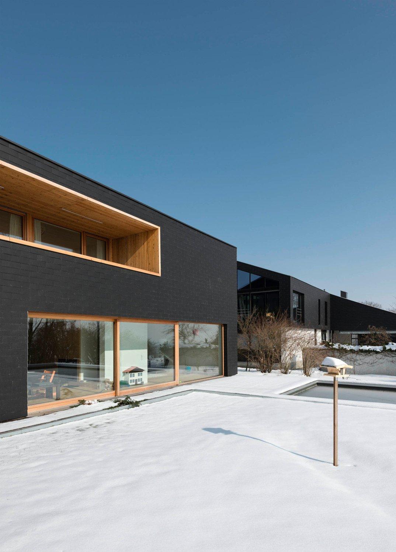 wohnhaus l in kirchberg thening geneigtes dach wohnen. Black Bedroom Furniture Sets. Home Design Ideas