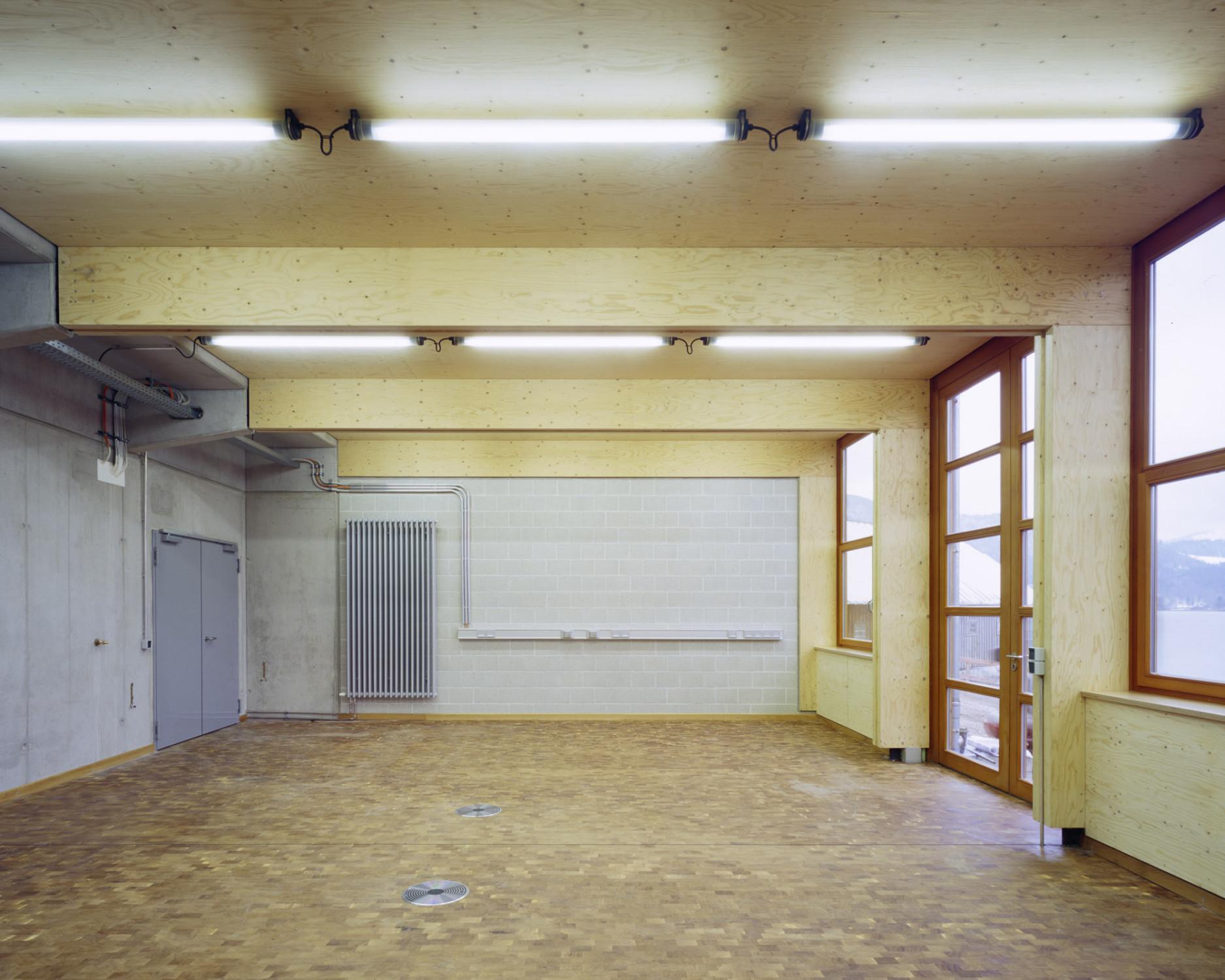 werftbetrieb bayerische seenschifffahrt am tegernsee geneigtes dach b ro gewerbe baunetz. Black Bedroom Furniture Sets. Home Design Ideas