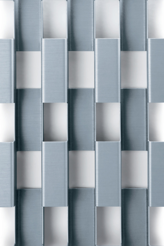 strukturierte fassadenbleche als zweite haut fassade. Black Bedroom Furniture Sets. Home Design Ideas