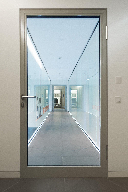 geradlinige brandschutzt ren aus stahl glas und aluminium brandschutz news produkte. Black Bedroom Furniture Sets. Home Design Ideas