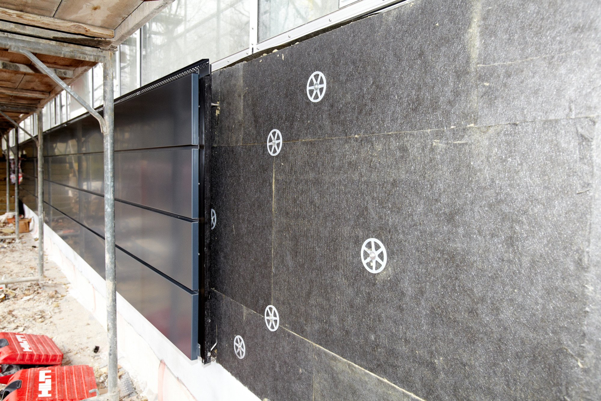 Steinwolle d mmplatten f r hinterl ftete fassaden d mmstoffe news produkte archiv baunetz - Innenwand dammen mit steinwolle ...