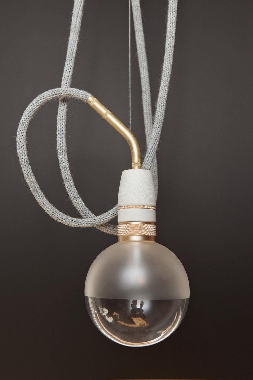 led leuchte wie ein runder bilderrahmen elektro news produkte baunetz wissen. Black Bedroom Furniture Sets. Home Design Ideas