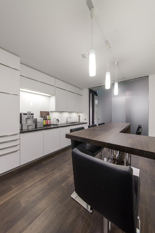 zentrale des arbeitgeberverbands hessenchemie in wiesbaden flachdach b ro und verwaltung. Black Bedroom Furniture Sets. Home Design Ideas