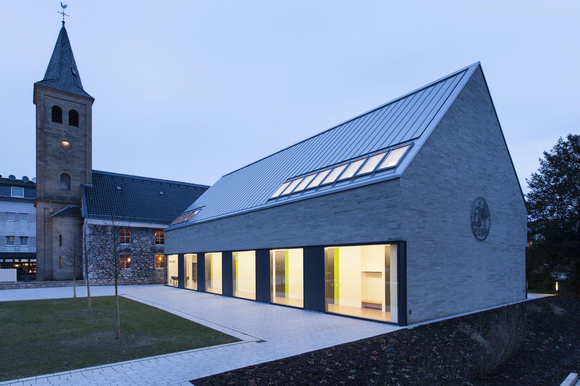 gemeindezentrum in heiligenhaus heizung kultur bildung baunetz wissen. Black Bedroom Furniture Sets. Home Design Ideas