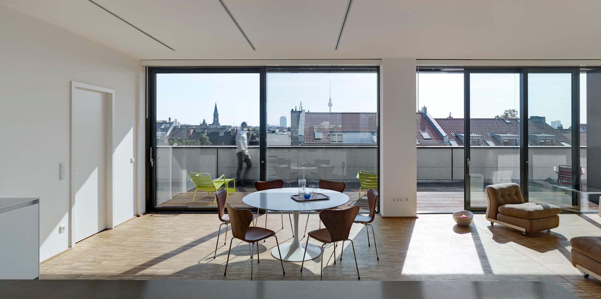 wohnhaus in berlin mitte sonnenschutz wohnen baunetz wissen. Black Bedroom Furniture Sets. Home Design Ideas