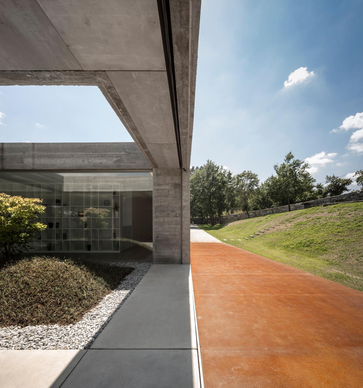 Casa de sambade in penafiel bad und sanit r wohnen for Architektur rampe